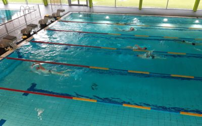 Schwimmtraining im Hallenbad